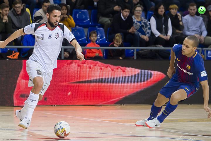 Santiago Futsal da la cara en el Palau