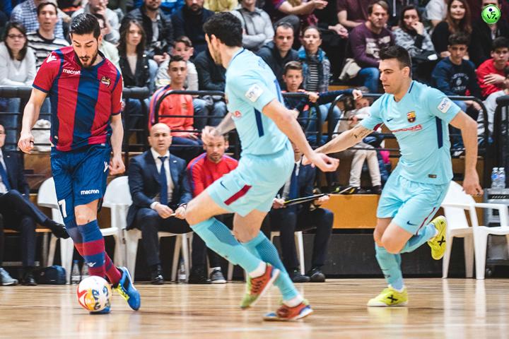 El Barcelona se impone a domicilio al Levante
