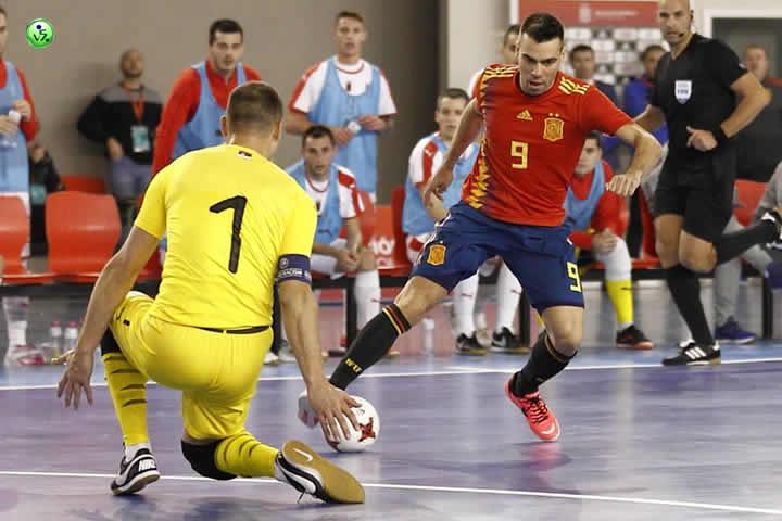 La pizarra da la victoria a España