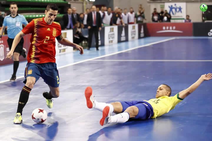 Tablas entre España y Brasil en Caceres