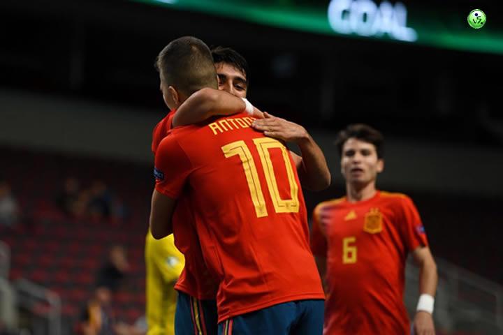 España golea a Ucrania y es semifinalista